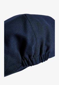 Next - NAVY CHAMBRAY FLAT CAP (OLDER) - Cap - blue - 1