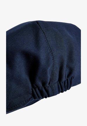 NAVY CHAMBRAY FLAT CAP (OLDER) - Cap - blue