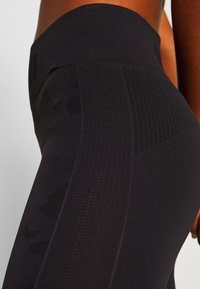 Puma - EVOKNIT SEAMLESS LEGGINGS - Medias - black - 3