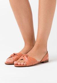 Topshop - LUCKY KNOT SLINGBACK - Sandaalit nilkkaremmillä - blush - 0
