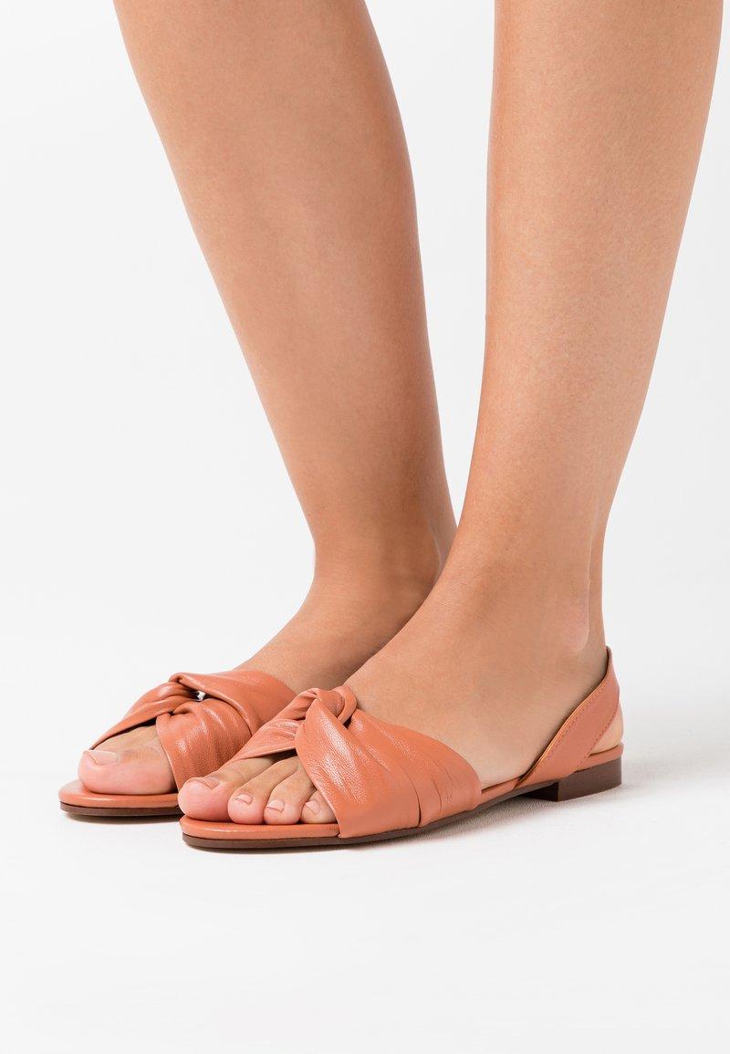 Topshop - LUCKY KNOT SLINGBACK - Sandaalit nilkkaremmillä - blush