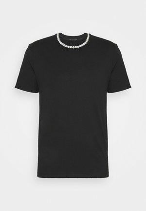 PEARL NECKLACE - Print T-shirt - black