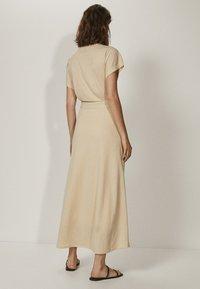 Massimo Dutti - KIMONO-MIT SCHLEIFE  - Sukienka z dżerseju - beige - 1