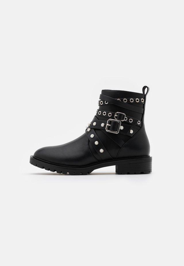ONLTINA STRAPPY BOOTIE - Kovbojské/motorkářské boty - black