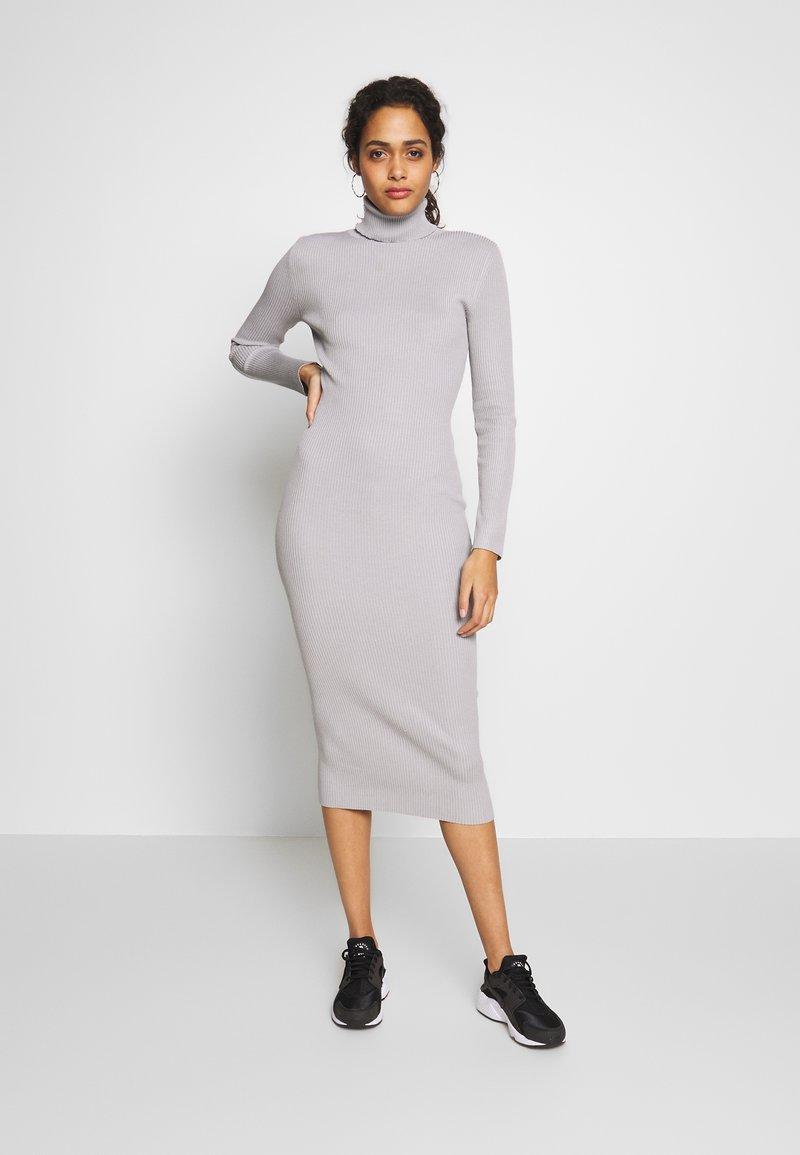 Missguided - ROLL NECK MIDI DRESS - Pletené šaty - grey
