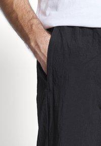 adidas Originals - ADICOLOR TREFOIL TRACK PANTS - Spodnie treningowe - black - 3