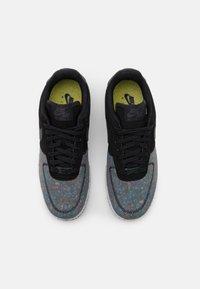 Nike Sportswear - AIR FORCE 1 CRATER - Sneakersy niskie - black/photon dust/dark smoke grey - 5