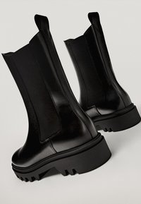 Massimo Dutti - PROFILSOHLE - Boots à talons - black - 3