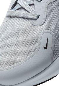 Nike Performance - REACT MILER - Neutrala löparskor - wolf grey/black/pure platinum/metallic silver - 6