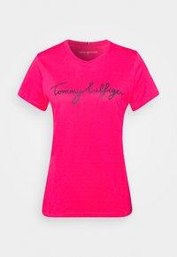 Tommy Hilfiger - CREW NECK GRAPHIC TEE - Printtipaita - bright jewel - 5