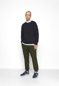 Tommy Jeans - JOGGER - Cargo trousers - dark olive - 1