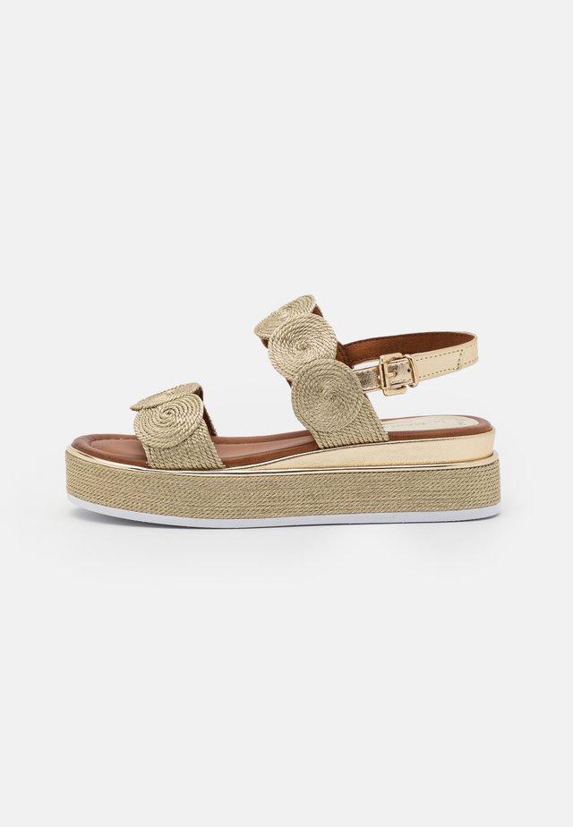 Sandales à plateforme - platinum