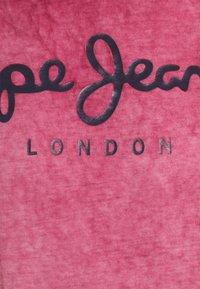 Pepe Jeans - WEST SIR NEW - T-shirt z nadrukiem - currant - 2