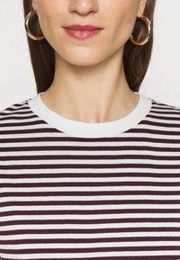 Selected Femme - PERFECT BOX CUT - Print T-shirt - winetasting/snow white - 5