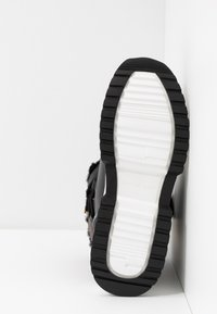 MICHAEL Michael Kors - CASSIA BOOTIE - Bottines à plateau - black/brown - 6