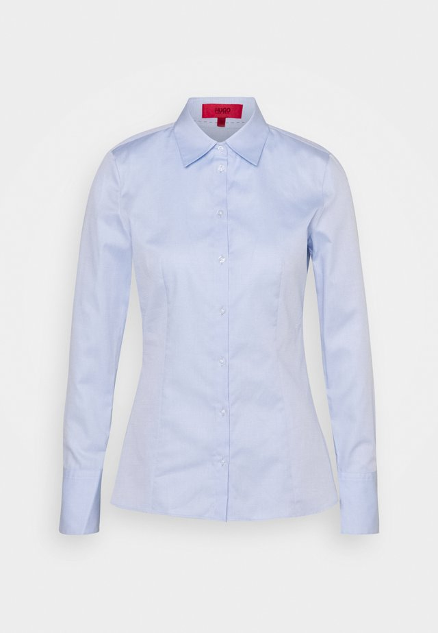 THE FITTED - Bluse - light pastel blue