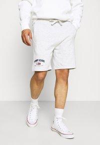 Tommy Jeans - TIMELESS - Shorts - grey - 0