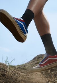 Vans - ANAHEIM OLD SKOOL 36 DX UNISEX - Skate shoes - original white/original blue/original red - 2