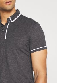 Brave Soul - VIRGIL - Polo shirt - dark charcoal marl/optic white - 4
