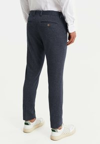 WE Fashion - HEREN SLIM FIT PANTALON - Trousers - dark blue - 2