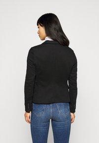 Vero Moda Petite - VMJULIA - Blazer - black - 2