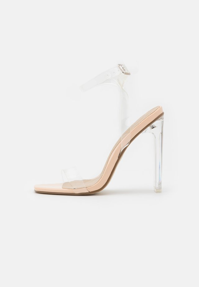 SQUARE TOE ILLUSION CLEAR - Sandalias - nude