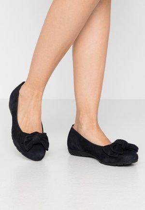 Klassischer  Ballerina - pazifik