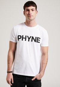 Phyne - THE STATEMENT PHYNE - T-shirt imprimé - white - 0