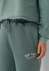 Stradivarius - Tracksuit bottoms - mottled teal - 3