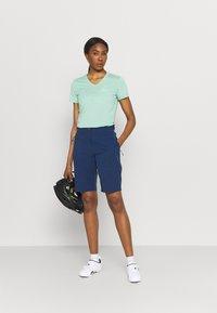 Jack Wolfskin - GRADIENT SHORT  - Sports shorts - dark indigo - 1