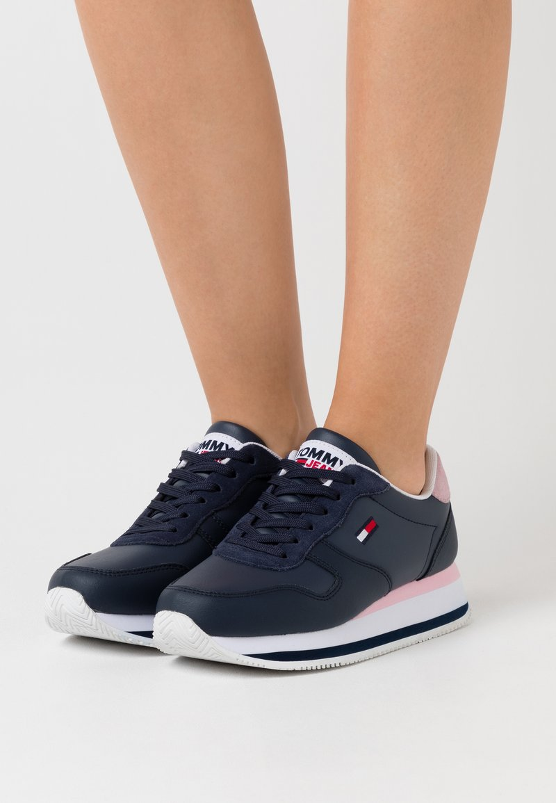 Tommy Jeans - FLATFORM ESSENTIAL RUNNER - Trainers - twilight navy