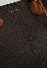 MICHAEL Michael Kors - MERCER CENTER ZIP TOTE - Handbag - brown/acorn - 3