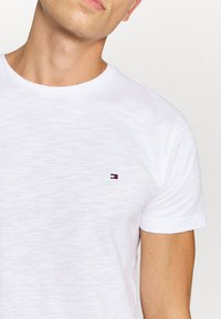 Tommy Hilfiger - SLUB TEE - T-shirt basic - white - 5