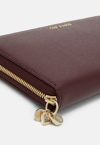 Ted Baker - OOLLIVE CHARM ZIP AROUND MATINEE - Wallet - purple - 3