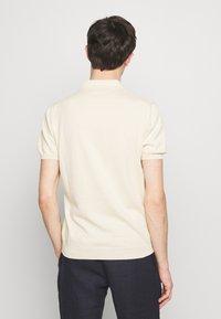 Sand Copenhagen - RETRO - Polo shirt - camel - 2