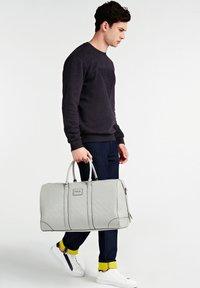 Guess - Weekend bag - grau - 0