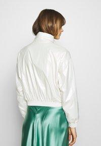 Calvin Klein Jeans - IRIDESCENT WINDBREAKER - Windbreaker - iridescent white - 2