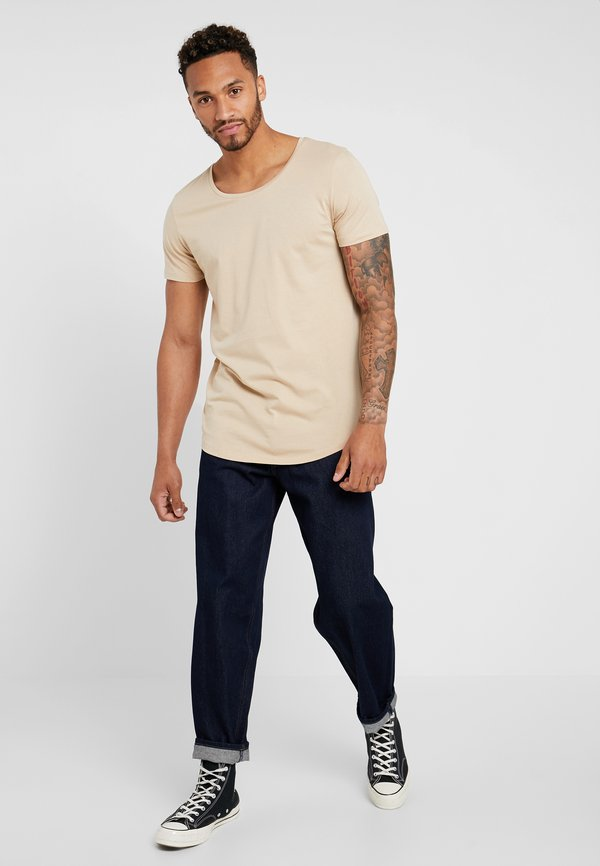 Lee SHAPED TEE - T-shirt basic - dust beige/beżowy Odzież Męska OQRF