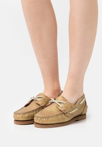 Timberland - CLASSIC 2 EYE - Boat shoes - gold metallic - 0