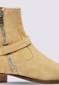 Tigha - Cowboy/biker ankle boot - beige - 4