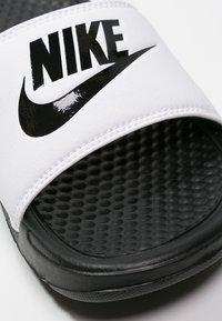 Nike Sportswear - BENASSI JDI - Pool slides - white/black - 5