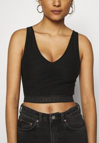 Calvin Klein Jeans - LOGO TAPE CROPPED - Top - black - 4