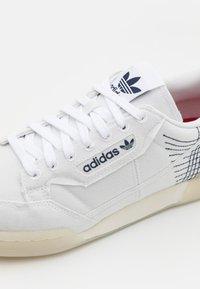 adidas Originals - CONTINENTAL 80 PRIMEBLUE UNISEX - Tenisky - chalk/white/collegiate navy - 5