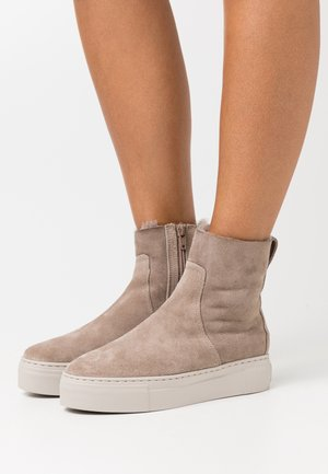 BERN - Platform ankle boots - taupe