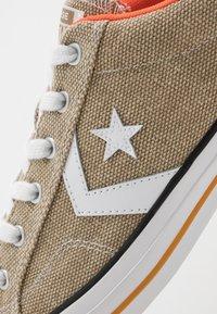 Converse - STAR PLAYER - Trainers - khaki/white/bold mandarin - 5