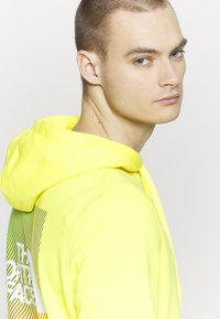 The North Face - GRAPHIC HOODIE - Mikina skapucí - lemon/white - 4