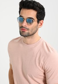 Ray-Ban - Occhiali da sole - clear gradient blue - 1
