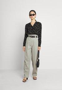 EDITED - DANA PANTS - Trousers - grau - 1