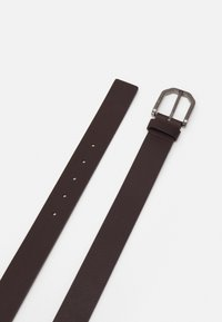 Calvin Klein - ESSENTIAL PLUS FACETED - Pásek - brown - 1