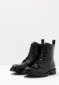 Steve Madden - KOMMBAT - Lace-up ankle boots - black - 2